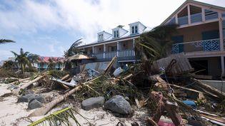 L'ouragan Irma a fait de nombreux dégâts sur l'île de Saint-Martin, le 7 septembre 2017. (LIONEL CHAMOISEAU / AFP)