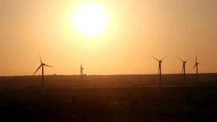 (Chaque année, 500 éoliennes environs sont mises en service en France (ici en Lorraine). © Frédéric LECOCQ/PHOTOPQR/LE REPUBLICAIN LORRAIN)