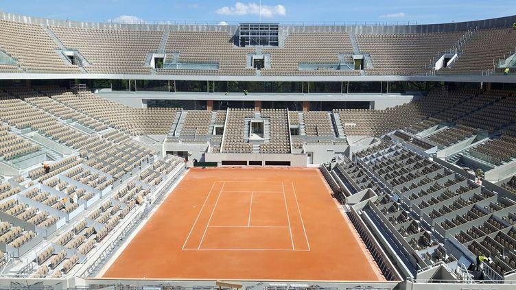 Le nouveau court central à Roland Garros. (FABRICE ABGRAAL / FRANCE-INFO)