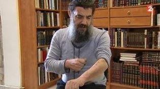 Sylvain Saadoun, professeur d'histoire dans une école juive de Marseille (Bouches-du-Rhône), agressé le 17 novembre témoignede ses blessures (FRANCE 2)