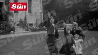 Capture d'écran de la vidéo montrant la future reine Elizabeth II faisant le salut nazi à l'âge de 6 ans. (THE SUN)