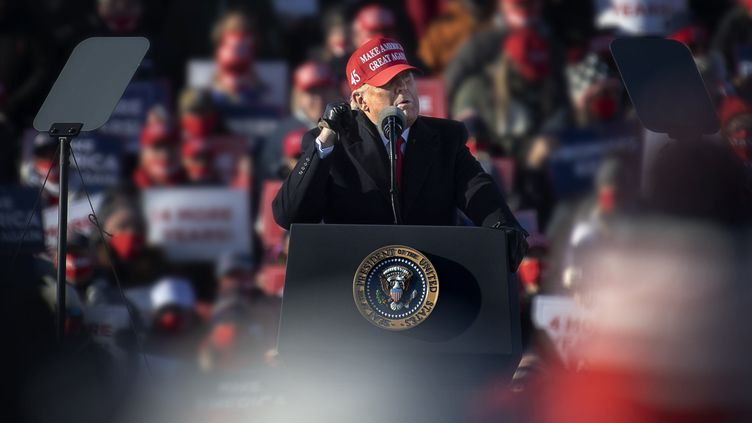 Le président américain Donald Trump lors d'un meeting à Avoca (Pennsylvanie), le 2 novembre 2020. (IVARSSON JERKER / AFTONBLADET / TT NEWS AGENCY / AFP)