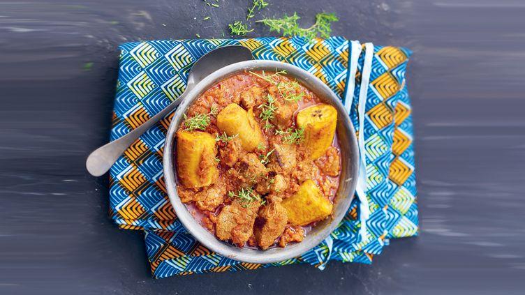 Kondrè de bœuf, ragoût de viande camerounais avec de la banane plantain. (Aline Princet et Isabelle Drouant)