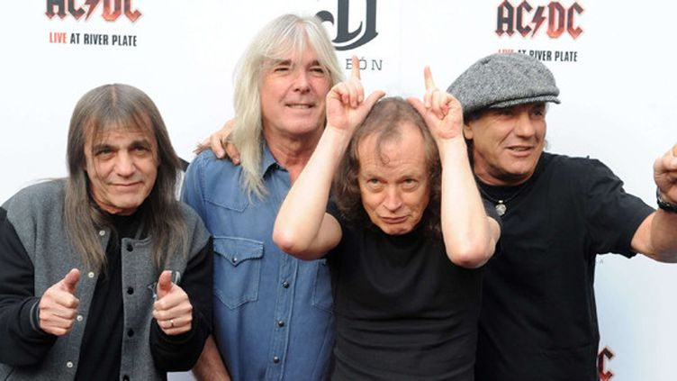 AC/DC : Malcolm Young, Cliff Williams, Angus Young et Brian Johnson, à Londres en 2011.  (RHA/ZOB/WENN.COM/SIPA)