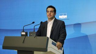 Le dirigeant de la Gauche radicale, Alexis Tsipras, le 8 mai 2012 à Athènes (Grèce). (LOUISA GOULIAMAKI / AFP)