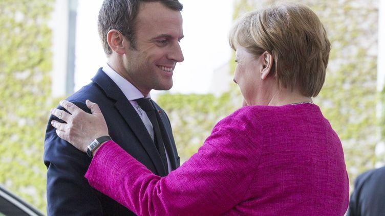 Première rencontre officielle, entre le président françaisEmmaneul Macron et la chancellière allemande Angela Merkel, à Berlin le 15 mai 2017. (GETTY IMAGES)