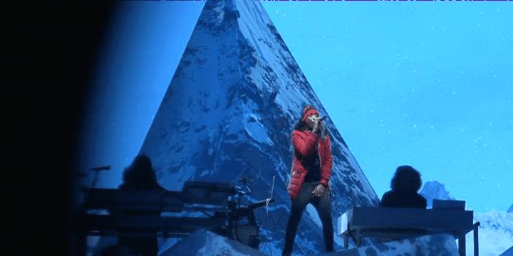 """Soprano a gravi """"L'Everest"""" lors de son concert au stade Vélodrome à Marseille.  (France 3)"""