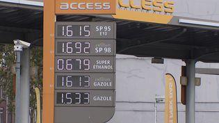 Pouvoir d'achat : un chèque carburant pour aider à faire face à la hausse des prix ?  (FRANCEINFO)