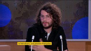 """Maxime Chamoux, co-auteur de """"Xavier Dupont de Ligonnès - l'enquête"""", était l'invité du journal de 23 Heures de franceinfo, vendredi 18 décembre. Il a tenté d'expliquer pourquoi les faits divers intéressent tant les Français. (FRANCEINFO)"""