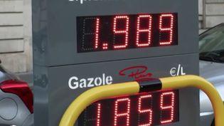 Face à la hausse des prix du carburant, le gouvernement va-t-il baisser la TVA ?Ilréfléchità de nouvelles mesures de protection sil'envoléedes cours du pétrole se poursuit. (CAPTURE D'ÉCRAN FRANCE 2)
