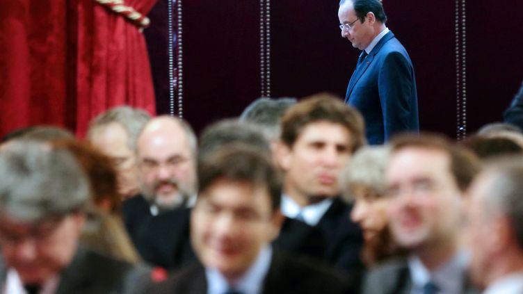 Le président, François Hollande, s'apprête à adresser ses vœux aux acteurs économiques, le 21 janvier 2014 à l'Elysée. (PHILIPPE WOJAZER / AFP)