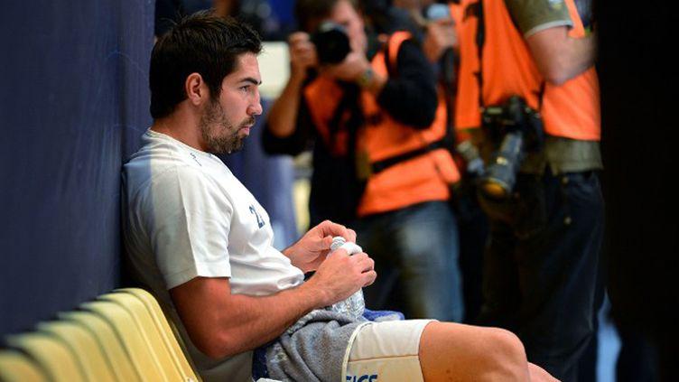 Nikola Karabatic devra encore expliquer son implication supposée dans l'affaire des paris truqués (FRANCK FIFE / AFP)