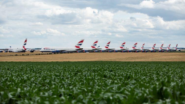 Des avions de la compagnie British Airways stockés sur une piste de l'aéroport de Chateauroux (Indre), le 27 juin 2020. (MATTHIEU RONDEL / HANS LUCAS / AFP)