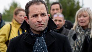 L'ancien candidat socialiste à l'élection présidentielle, Benoît Hamon, lors d'une visite auprès des salariés de Gemalto à La Ciotat (Bouches-du-Rhône), le 6 février 2018. (DENIS THAUST / AFP)