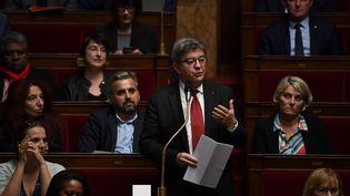 Le groupe La France insoumise à l'Assemblée nationale, avec, debout, son président Jean-Luc Mélenchon, le 15 octobre 2019. (CHRISTOPHE ARCHAMBAULT / AFP)