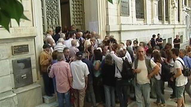 Grèce : les retraités se ruent dans les banques