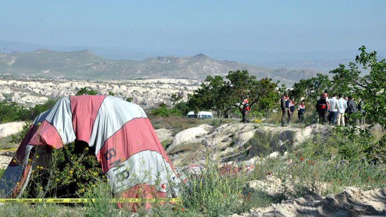 Un touriste brésilien a péri et 24 autres personnes ont été blessées en Cappadoce, dans le centre de la Turquie, lors de la chute d'une montgolfière qui les transportait, le 20 mai 2013. (YASIN TEMEL / ANADOLU AGENCY / AFP)
