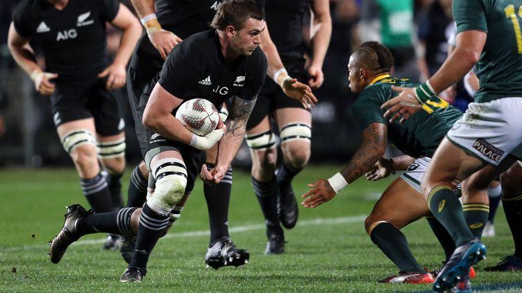 Liam Squire charge les Springboks (MICHAEL BRADLEY / AFP)