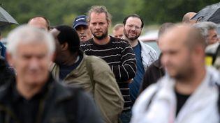 Les salariés de l'usine PSA Peugeot Citroen dont l'annonce de fermeture a été annoncée jeudi 12 juillet. (MARTIN BUREAU / AFP)