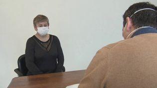 Des masques à haut niveau de protection vont rapidement être envoyés aux médecins libéraux, placés en première ligne. Ils manquent cruellement de moyens pour se prémunir du virus. En Charente-Maritime, un généraliste a mis en place son propre dispositif. (France 3)