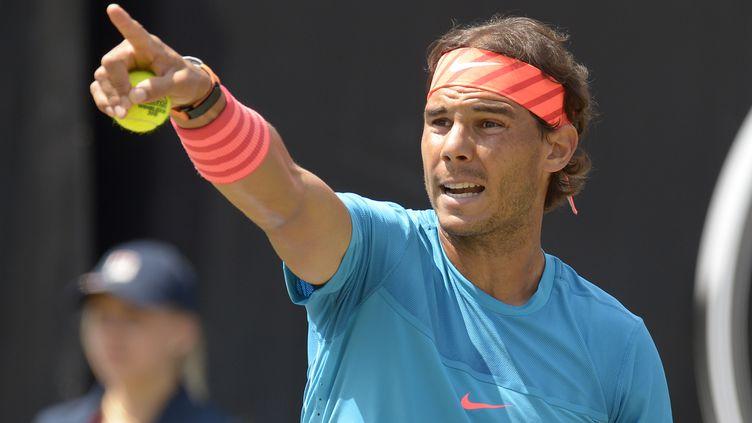 Rafael Nadal retrouve le goût de la victoire sur gazon cinq ans après. (THOMAS KIENZLE / AFP)