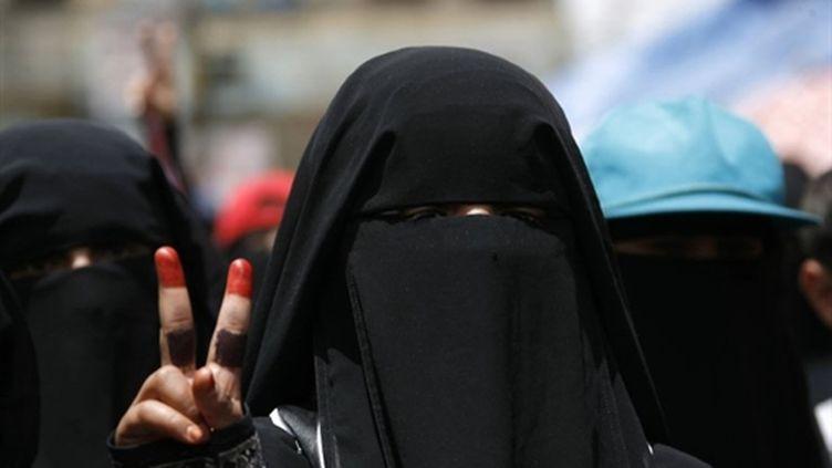 Femme yéménite manifestant à Sanaa, le 14 avril 2011. (AFP PHOTO / MOHAMMED HUWAIS)