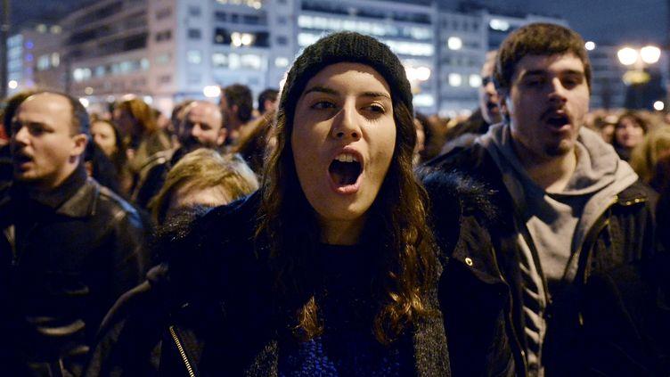Des Grecs manifestent à Athènes (Grèce) contre la décision de la Banque centrale européenne (BCE), le 5 février 2015. (LOUISA GOULIAMAKI / AFP)