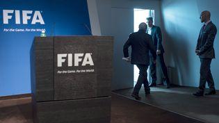 Sepp Blatter, quitte la conférence de presse au cours de laquelle il a annoncé sa démission, au siège de la Fifa à Zurich(Suisse), le 2 juin 2015. (MAXPPP)