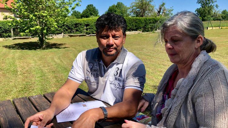 Nathalie et Sténio Chong Kee, fidèles de l'église de la Porte ouverte chrétienne, ont reçu des menaces suite au rassemblement religieux organisé à Mulhouse en février dernier, l'un des premiers clusterde coronavirusen France. (MATTHIEU MONDOLONI / RADIO FRANCE)