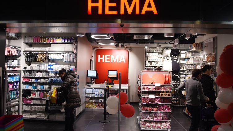 Un magasin Hema à Paris, le 2 février 2016. (ALAIN JOCARD / AFP)