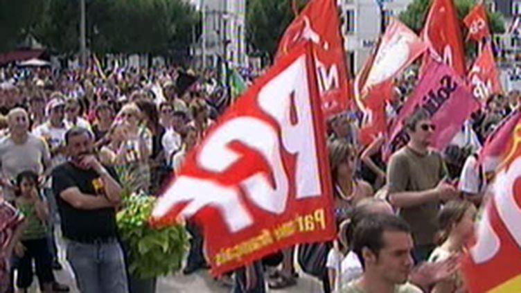 """A Châtellerault, les """"Fabris"""" manifestent avant une AG décisive vendredi. (© F2)"""