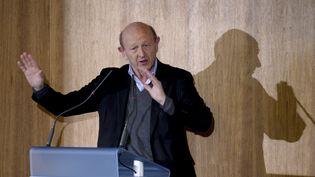 Jean-Luc Bennahmias prononce un discours au siège de la Confédération des petites et moyennes entreprises (CPME), à Puteaux, le 11 janvier 2017. (ERIC PIERMONT / AFP)