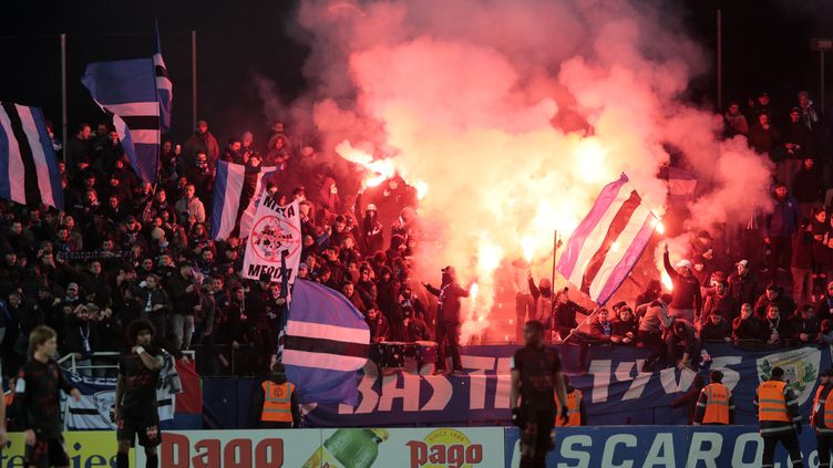 Le public bastiais durant la rencontre face à l'OGC Nice (PASCAL POCHARD-CASABIANCA / AFP)