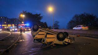 Un accident de la route, le 24 décembre 2018, près de Tours (Indre-et-Loire). (GUILLAUME SOUVANT / AFP)