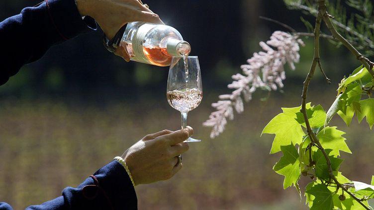 Le rosé AOC Coteaux varois du vignoble du Château La Calisse à Pontevès. (DOMINIQUE LERICHE / MAXPPP)