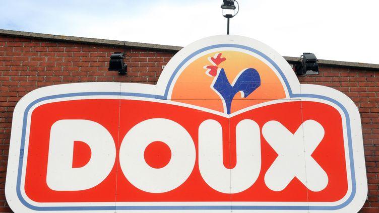 L'enseigne de l'usine Doux de Graincourt-lès-Havrincourt (Pas-de-Calais), menacée de liquidation judiciaire, le 27 août 2012. (FRANCOIS LO PRESTI / AFP)