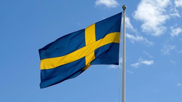 Le drapeau suédois. (DANIEL KALKER / DPA)