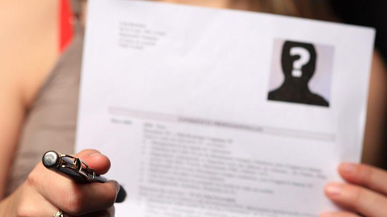 Le CV anonyme fait partie des mesures plébiscitées dans lebaromètre 2019 des luttes contre les discriminations. (MAXPPP)