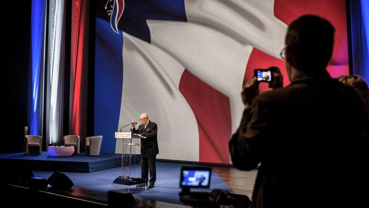 Jean-Marie Le Pen sur scène à Lyon pour le congrès du Front National, le 29 novemvre 2014. (JEFF PACHOUD / AFP)