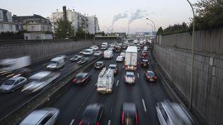 Des voitures sur le périphérique parisien, le 31 décembre 2018. (DEROUBAIX JEAN-FRANCOIS / HEMIS. / HEMIS.FR / AFP)