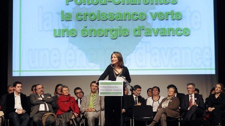 Ségolène Royal en meeting à la Rochelle dans la campagne des régionales (16 janvier 2010) (AFP/JEAN-PIERRE MULLER)