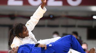 Madeleine Malonga lors de sa victoire au golden score face à la CubaineKaliema Antomarchi. (FRANCK FIFE / AFP)