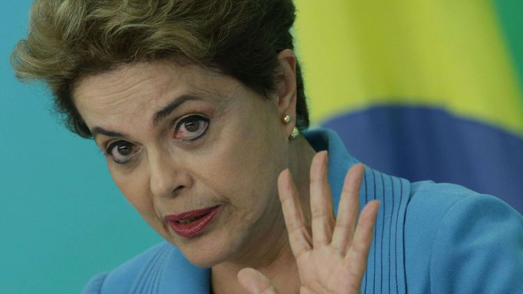 La présidente Dilma Rousseff lors d'une conférence de presse sur la procédure de destitution dont elle fait l'objet le 18 avril 2016 au palais présidentiel à Brasilia (Brésil). (Eraldo Peres/AP/SIPA)