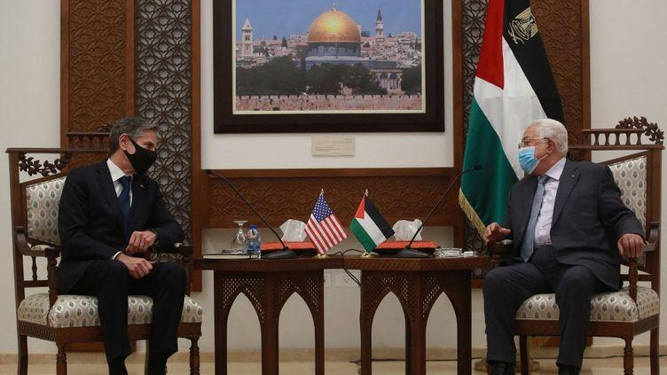 Le secrétaire d'Etat américain, Antony Blinken, lors d'une rencontre avecMahmoud Abbas, président de l'Autorité palestinienne, le 25 mai 2021, à Ramallah (Palestine). (ISSAM RIMAWI / AFP)