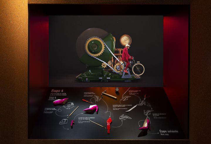"""Dans l'atelier de fabrication d'un soulier, au coeur de l'exposition""""ChristianLouboutin. L'Exhibition[niste]""""au Palais de la Porte Dorée, février 2020 (MARC DOMAGE)"""