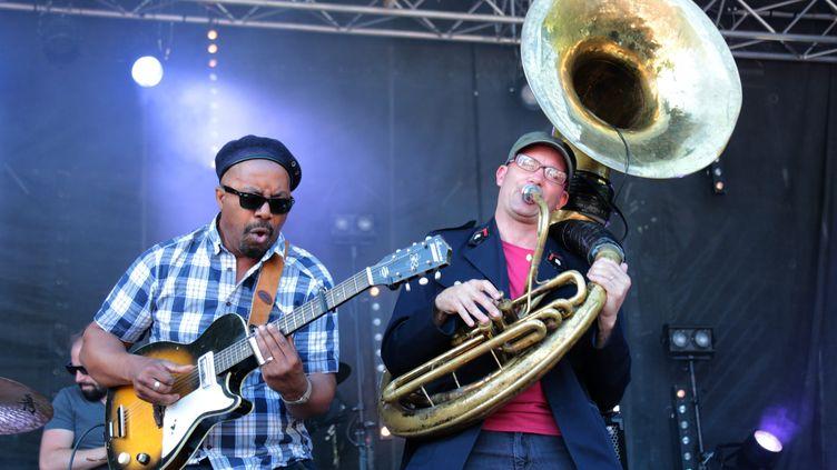 Pascal Danaë et Rafgee, de Delgres, lors de leur concert au festival du Bout du Monde l'année dernière. (FRANCOIS DESTOC / MAXPPP)