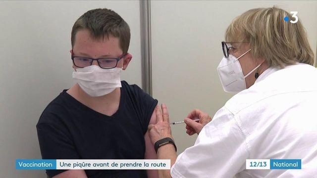 Covid-19 : les Français se font vacciner avant les vacances