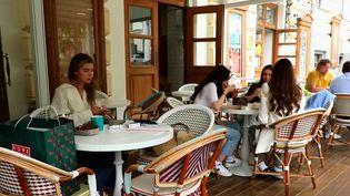 Chaise bistrot : les secrets de la plus parisienne des chaises (France 2)