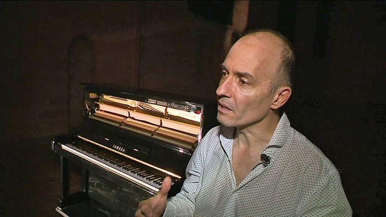 """Le metteur en scène toulousain Aurélien Bory présente son installation """"Piano Piano"""" (France 3 Toulouse)"""