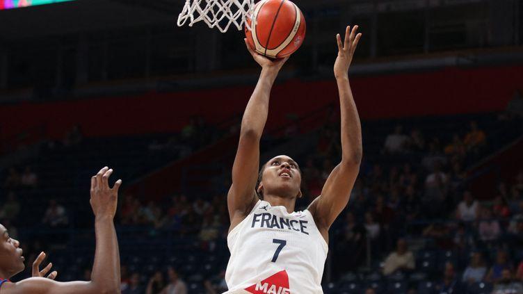 Sandrine Gruda lors du match de demi-finale de l'Eurobasket féminin FIBA 2019 entre la Grande-Bretagne et la France le 6 juillet 2019 à Belgrade, en Serbie. (FILIP STEVANOVIC / AFP)
